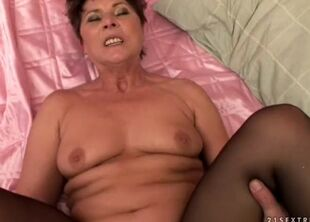 Hairy grannies pussy
